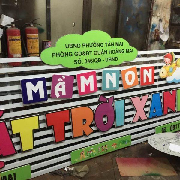 biển hiệu trường mầm non trời xanh ở Tân Mai Hà Nội