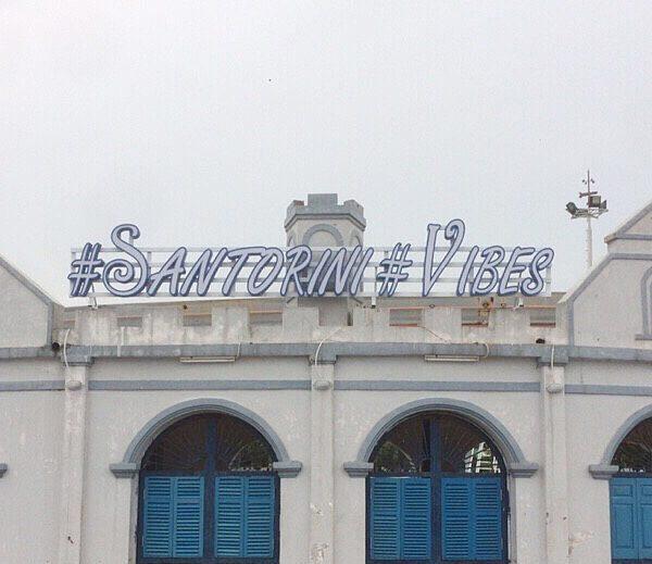 Biển chữ nổi quán cafe Satorini Vibes Tây Hồ Hà Nội