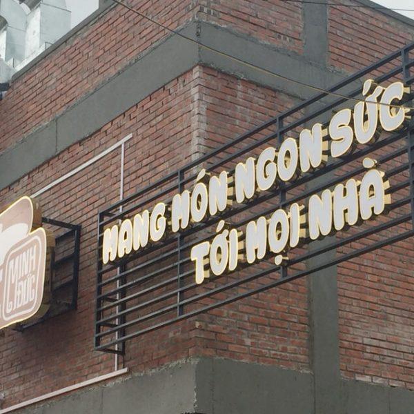 Biển chữ nổi nhà hàng Minh Đức