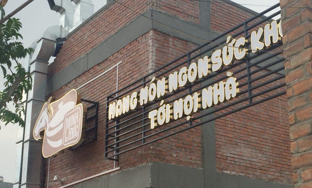 Thiết kế biển quảng cáo nhà hàng sang trọng