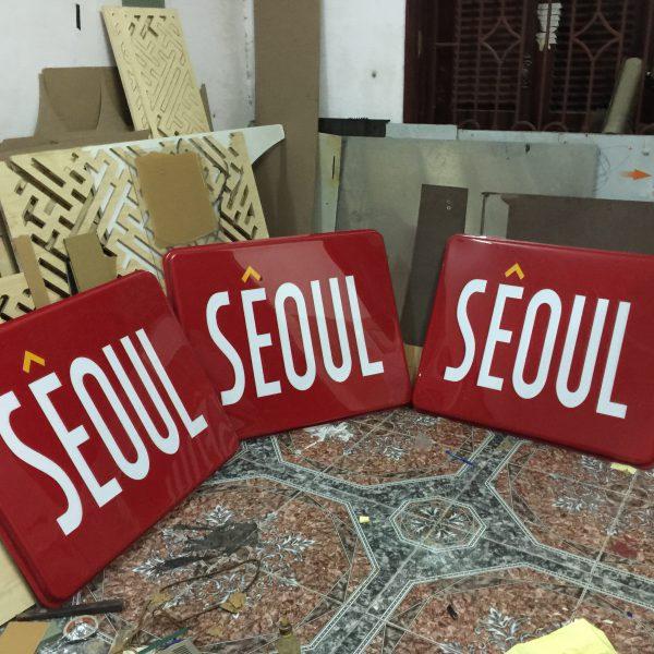 Biển hộp đèn mica hút nổi Seoul