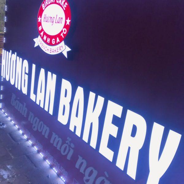 Biển chữ nổi Hương Lan bakery